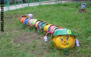 Оригинальные поделки на участке детского сада